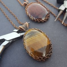Tiger's eye is just magical~! Handmade golden tiger eye and copper necklace. Wire wrapped in a netted bezel, this cabochon is sucured in place! Moon Jewelry, Wire Jewelry, Jewelry Art, Jewelery, Jewelry Design, Wire Necklace, Wire Wrapped Necklace, Copper Necklace, Handmade Wire
