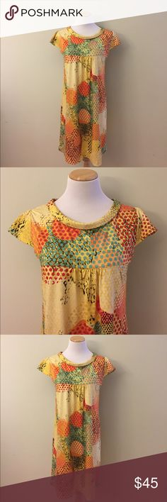 """Isle Summer Dress Size L This cheerful summer dress size L is in like new condition. No stains, rips or odors. It is 35"""" long; armpit to armpit laying flat is 18"""". Isle Dresses Midi"""