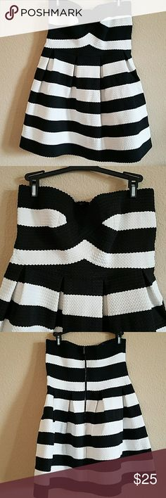 San Souci black and white strapless dress XL Euc San Souci black and white strapless dress XL zipper and hook closer. 70% polyester 30%latax this dress does stretch. San Souci Dresses Strapless