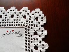 Pormenor do canto do picô de crochet do naperon