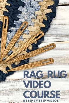 Rag Rug Video Course — Day to Day Adventures Yarn Crafts, Diy And Crafts, Rope Crafts, Rag Rug Diy, Dyi Rugs, Fabric Rug, Rug Yarn, Scrap Fabric, Recycled Fabric