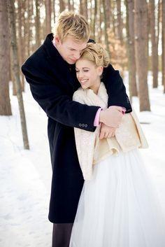 Lindsay and Miro's 12 guest $2,500 intimate winter wedding Photography by Keira Lemonis  #winterwedding #budgetwedding See wedding details on IW intimateweddings.com