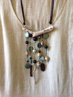 Necklace made of driftwood and black onyx - diy - . - Driftwood and black onyx necklace – diy – necklace - Driftwood Jewelry, Wooden Jewelry, Leather Jewelry, Glass Jewelry, Stone Jewelry, Wire Jewelry, Jewelry Crafts, Jewelry Art, Beaded Jewelry