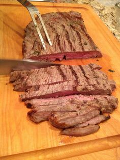 You can& beat another super simple Barefoot Contessa dish, Mustard marinated Skirt Steak Recipe. A make ahead marinade makes this a summer must have. Skirt Steak Recipes, Flank Steak Recipes, Veal Recipes, Grilled Steak Recipes, Grilling Recipes, Gourmet Recipes, Cooking Recipes, Diabetic Recipes, Marinated Flank Steak