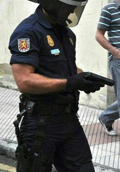 UIP. Policía Nacional. Spain.  spanish police officer in action