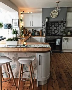 Top Bohemian Style Kitchen Design Ideas 17 — Home Design Ideas New Kitchen, Kitchen Decor, Kitchen Paint, Beautiful Kitchens, Interior Design Kitchen, Kitchen Designs, Interior Inspiration, Home Kitchens, Kitchen Remodel
