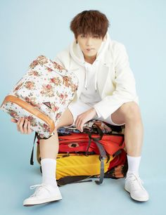 JUNGKOOK oohh..that does make me want to buy ugly-ass luggage... Shut up and take my money, Oppa...