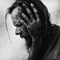 Photographer Lee Jeffries has shown that it's possible by taking very expressive portraits of people. But not just any kind of people; all of his models are homeless men, women and children that he has met in Europe and the United States. Lee Jeffries, Black And White Portraits, Black White Photos, Black And White Photography, People Photography, Image Photography, Portrait Photography, Amazing Photography, We Are The World