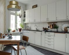 Modern, Neutral, And Rustic Design - Page 23 of 32 - Chaka Decor Kitchen Dining, Kitchen Decor, Kitchen Ideas, Beach Cottage Kitchens, Scandinavian Interior Design, Scandinavian Apartment, Cuisines Design, Apartment Interior, Rustic Design