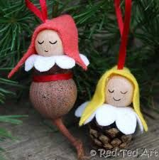 Using pine cones and gum nuts to make cute little Christmas decorations.