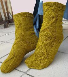 Knitting Socks, Knit Socks, Knitting Patterns, Knitting Ideas, Mittens, Slippers, Fashion, Shoe, Stockings