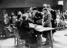 Generation who counted blessings in WWII austerity are happier   Daily Mail Online