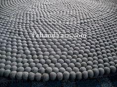 Felt ball rug in solid grey color 120 cm. von feltnyarn auf Etsy, $250.00