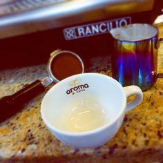 """A R O M A  D I  C A F F É  """"Hoy es un gran día para compartir y disfrutar grandes y mejores momentos"""". .  #AromaDiCaffé  . #DíaInternacionalDeLaMujer #8M  . #AromaDiCaffé#SaboresAroma#MomentosAroma#Amistad#Compartir#Disfrutar#CoffeeMoments#Coffee#Barismo#Caracas#Espresso . Visítanos de Lunes a Sábado de 8:00 a.m. - 7:00 p.m."""