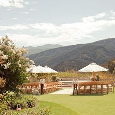 Coordination by Engaged & Inspired. Photography by Carlie Statsky. Venue: Holman Ranch