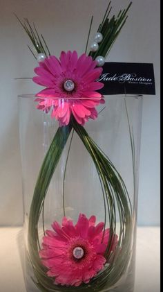 Corporate design or a simple unique centerpiece for an event that's inexpensive, but has flare. <3 <3 <3