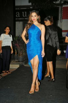 Kiara Advani Superhot Leg Show in Super Sexy Blue Gown - Vantage Point Indian Celebrities, Bollywood Celebrities, Beautiful Celebrities, Beautiful Actresses, Beautiful Bollywood Actress, Most Beautiful Indian Actress, Bollywood Girls, Bollywood Fashion, Indian Bollywood