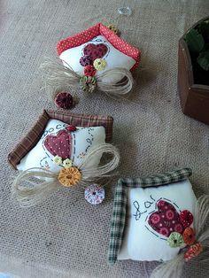 Móbile | Adoro essas casinhas!!! Agora com bordado!!! | Lá na Má Artes | Flickr