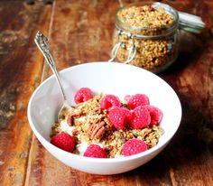 Cinnamon & Pecan Buckwheat Granola! Gluten Free, Dairy Free & Vegan. Recipe on www.thelittlegreenspoon.com