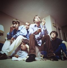 oasis britpop music bandoasis britpop music bandMusic artists names IdeasMusic artists names Ideas musicNirvana Photos of Musica Oasis, Banda Oasis, Liam Gallagher, Band Pictures, Band Photos, Family Pictures, Brian Molko, Oasis Live, Cover Shoot