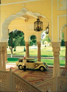 Vintage Car in Palace. #TravelToIndia | #India | #Rajasthan