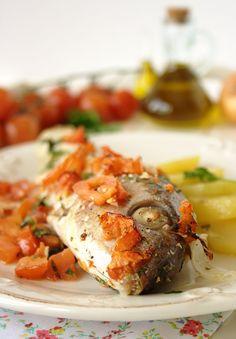 Cinco Quartos de Laranja: Peixe assado no forno com batatas, tomate e salsa