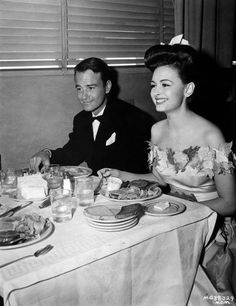 Lew Ayres and Donna Reed have lunch at the M-G-M commissary