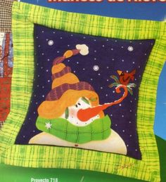 cojin nieve y pajarito  20 bs Ideas Para, Snowman, Holiday, Christmas, Creations, Snoopy, Embroidery, Quilts, Disney Princess