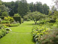 Mien Ruys one of the best Dutch Garden- and Landscape architects. Garden at Dedemsvaart Dutch Gardens, Back Gardens, English Gardens, Japanese Gardens, Love Garden, Dream Garden, Garden Landscape Design, Garden Landscaping, Formal Gardens