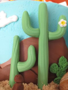 fondant saguaro cactus to see whole cake click on newest cakes tab on the right