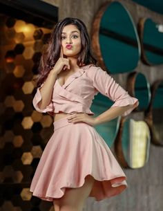 Look Your Best With This Fashion Advice Cute Girl Poses, Girl Photo Poses, Girl Photography Poses, Girl Photos, Sweets Photography, Hd Photos, Stylish Girls Photos, Stylish Girl Pic, Beautiful Bollywood Actress