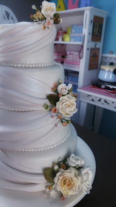 Bolo de noiva drapeado com rosas Curso on-line com Evelin Lopes