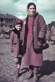 Unidentified woman and child, Kutno, Nazi-occupied Poland, 1939. WWII Jewish and Polish refugees being photographed by German photographer Hugo Jaeger. Polish Peasants in traditional 1930s 1940s women's clothing, skirts boots and coats