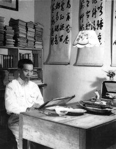 https://flic.kr/p/q7iYAG | Họa sĩ Nguyễn Phan Chánh và một góc làm việc của ông