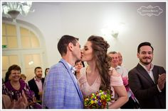 Pregatirile pentru un eveniment special – cum este propria nunta sau botezul celui mic – includ si alegerea tinutei si a machiajului pentru ziua si seara respectiva. Tot aici intra si aranjarea parului, element atat de important pentru toate femeile. Daca este vorba despre un eveniment ce incepe in timpul zilei si se prelungeste pana …