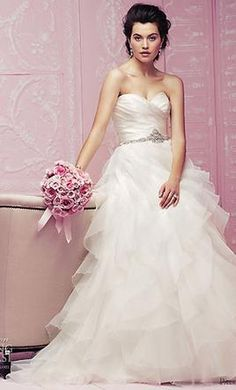 Used Paloma Blanca 4256 Wedding Dress $1,000 USD. Buy it PreOwned now and save 62% off the salon price!