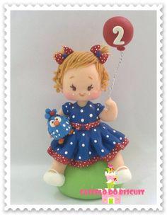 PERSONALIZADO GALINHA PINTADINHA Polymer Clay Dolls, Polymer Clay Miniatures, Polymer Clay Projects, How To Make Clay, Fondant Baby, Clay Baby, Cute Clay, Fondant Toppers, Fondant Figures