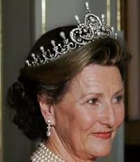 Queen Maud's pearl and diamond tiara complete version (Norway)