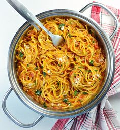 One Pot Spaghetti - kitchennostalgia.com