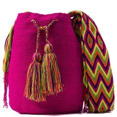 comprar bolso wayuu en madrid, wayuu, croche, bolsos hecho a mano, producto artesanal, bolsos tribales, tribalchic, tribal, bolso artesanal, bolso wayuu, bolsos wayuu, algodon, colombia, bolsos, hecho a mano Crochet Home, Love Crochet, Crochet Flowers, Trendy Accessories, Crochet Accessories, Tapestry Crochet, Everyday Outfits, I Love Fashion, Leather Handbags