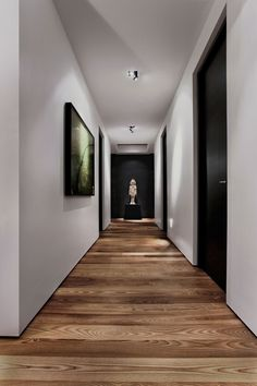 30 hallway decorating ideas - how to decorate the walls?Interesting direction of laying parquet Interesting direction of laying parquet. Hallway flooring parquet hallway floor Fun and creative ideas of wall Black Interior Doors, Black Doors, Hallway Decorating, Decorating Ideas, Decorating Websites, Design Websites, Wooden Flooring, Parquet Flooring, Hallway Flooring