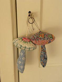 Mushrooms keychains DIY