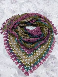 bufanda triangular a crochet ravelryStar Shawl ModelString Star Shawl MakingThis Pin was discovered by TC Crochet Shawl Diagram, Crochet Motif, Crochet Lace, Lace Patterns, Knitting Patterns, Crochet Patterns, Knitted Shawls, Crochet Scarves, Bobble Stitch