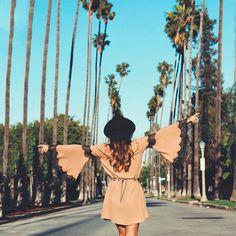 looksly - Viih Rocha na Califórnia com vestido com manga sino do Inverno 2016
