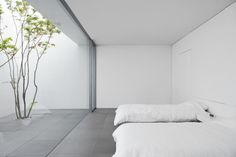 The 'Minimalist House' Definitely Lives Up To Its Name is part of architecture - This Okinawabased residence, appropriately named 'Minimalist House', by architects Shinichi Ogawa & Associates is every minimalist's dream The clean, white Minimalist Room, Minimalist Interior, Minimalist Design, Minimalist Style, Minimal House Design, Minimal Home, Minimal Bedroom, Modern Bedroom, Minimalist Architecture