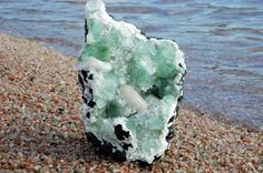 Apofilita en roca