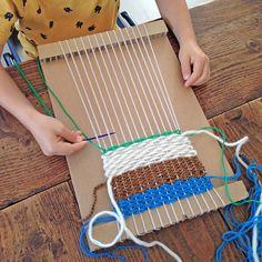 Cela m'a pris comme ça, un week-end, j'ai eu envie de me faire un tissage pour le mettre au mur de mon atelier ! Sans métier à tisser, ...