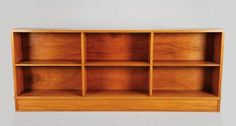 AutorANTÓNIO SENA DA SILVA - 1926-2002 (mais)DesignaçãoEstanteMaterialcâmbala e folha de câmbalaMarcasprotótipo do Autor para a Fábrica OlaioDimensõesDim. - 100 x 245 x 30 cm