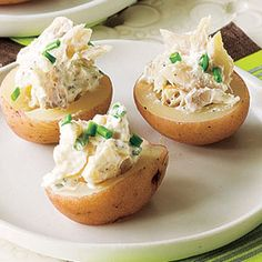 Potato Canapés, use blue potatoes, sub salmon for trout, sub goat cheese for sour cream. Healthy Appetizers, Healthy Eating Recipes, Seafood Appetizers, Brunch Drinks, Cocktails, Cocktail Drinks, Cocktail Recipes, Cocktail Party Food, Birthday Cocktail