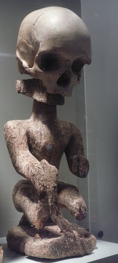 Korwar, a wooden ancestral figure that preserved the memory of dead villagers. They were made in the north of New Guinea and played a key role in the communication between the dead and the living. Occasionally Korwars contained a real skull for the head. These were made for the leading villagers. Tropenmuseum Amsterdam.